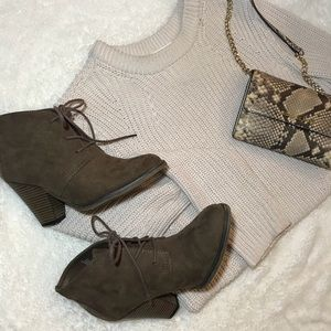 NWOT Brown suede booties